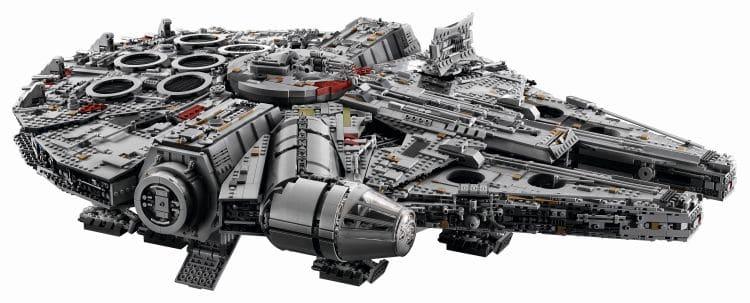 LEGO 75192 UCS Millennium Falcon SChräg oben
