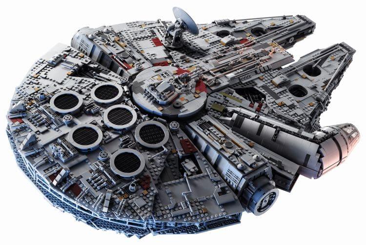 LEGO 75192 UCS Millennium Falcon Schräg hinten