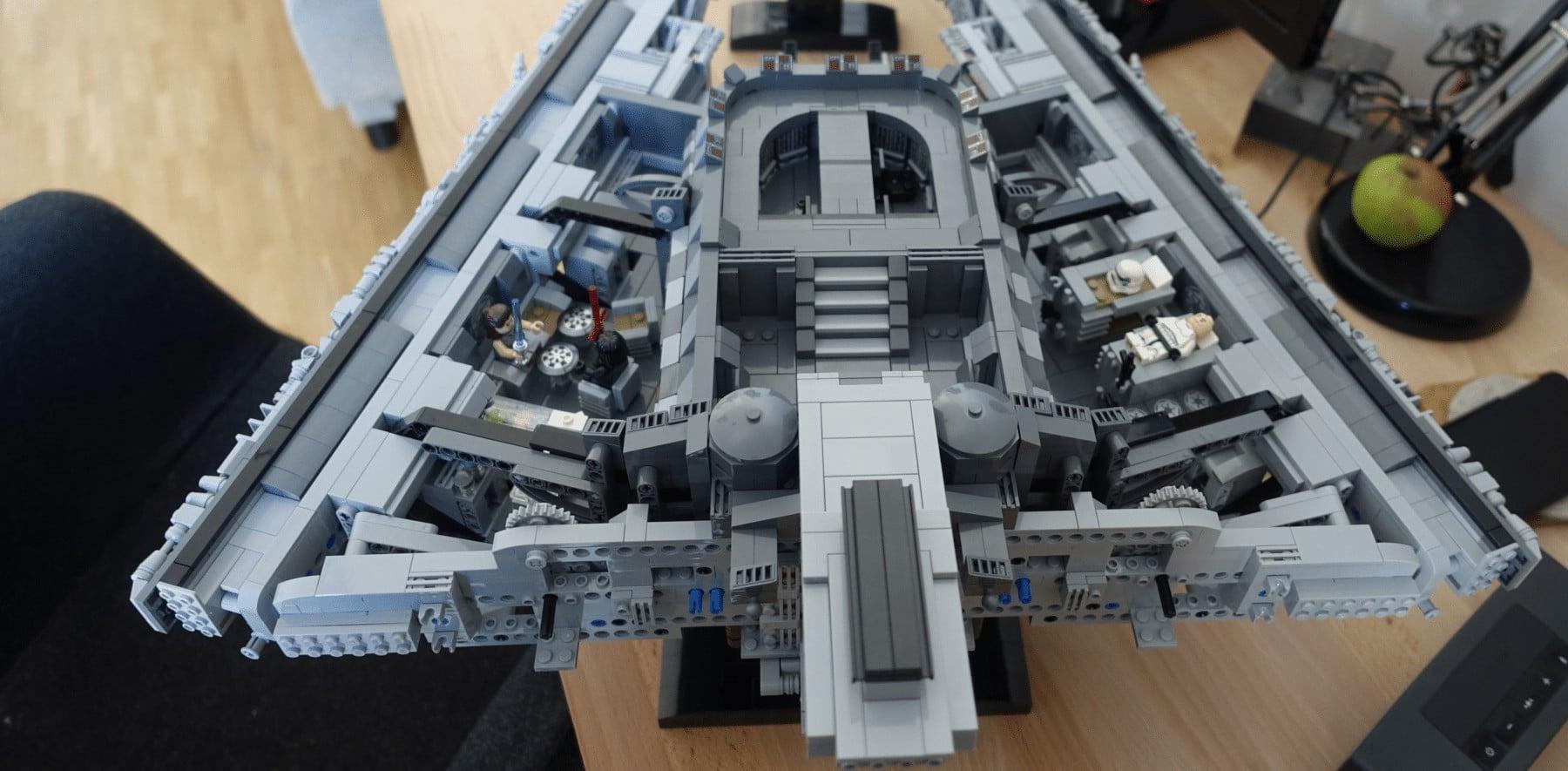 Der LEGOMOC Imperial Star Destroyer am Ende des zweiten Bauabschnitts