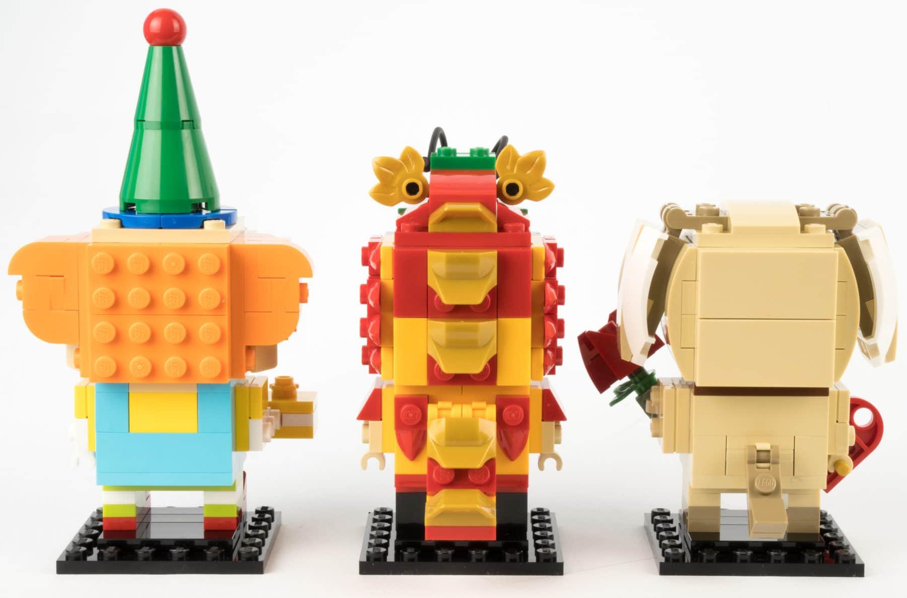 Clown, Drachentanz-Mann und Valentinstags-Hund von hinten