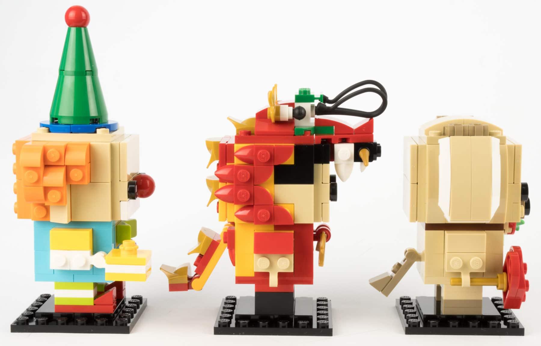 Clown, Drachentanz-Mann und Valentinstags-Hund von der Seite