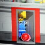 The LEGO Story: Autsch! Helm und Haare ab...
