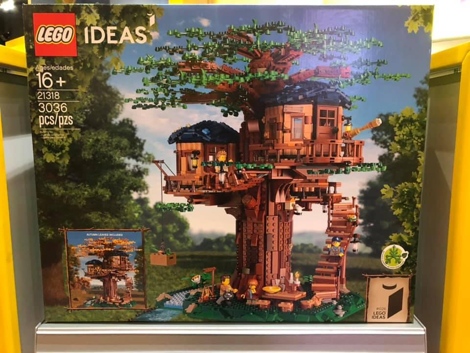 LEGO 21318 Baumhaus im Regal des LEGOLAND Discovery Center
