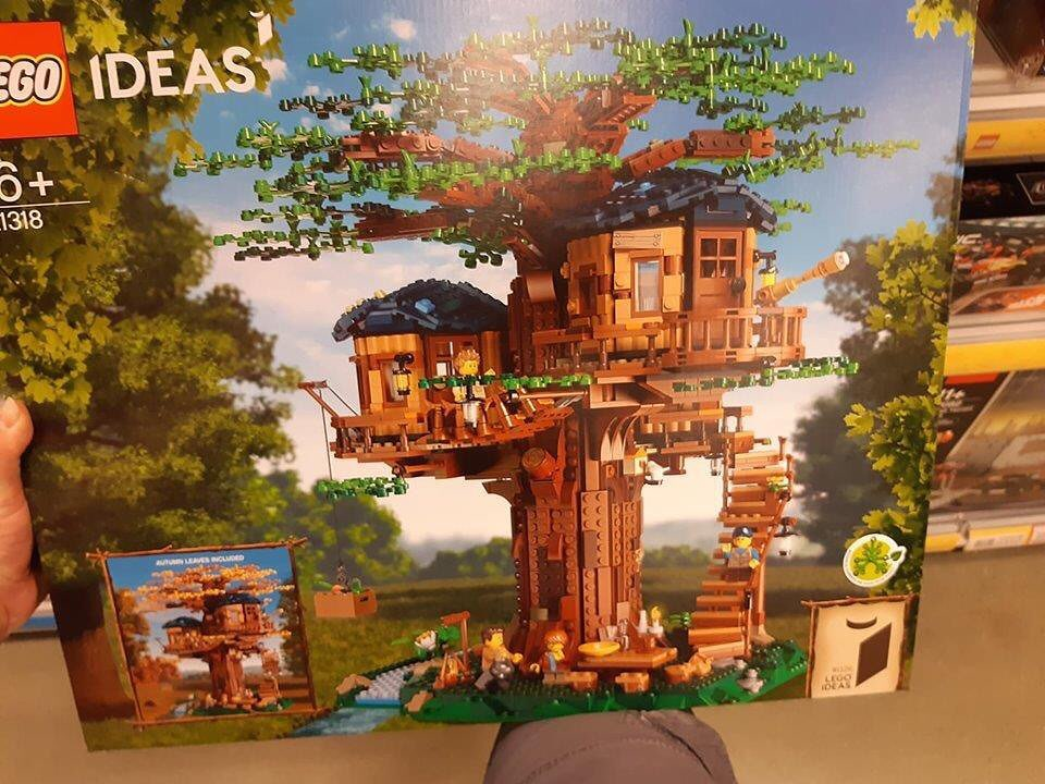 Box des LEGO 21318 Ideas Baumhaus