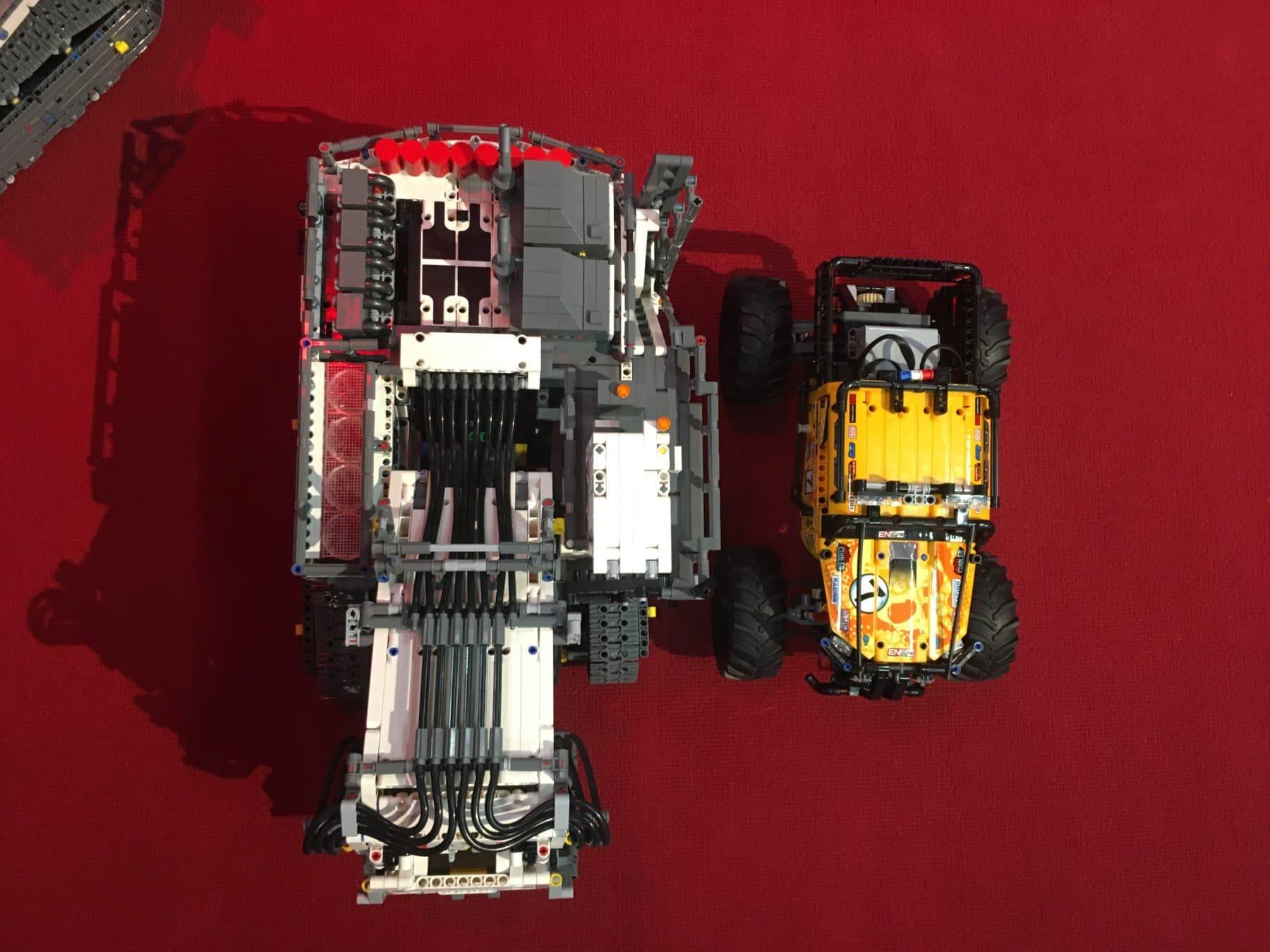 LEGO Technic 42100 im Vergleich zu 42099