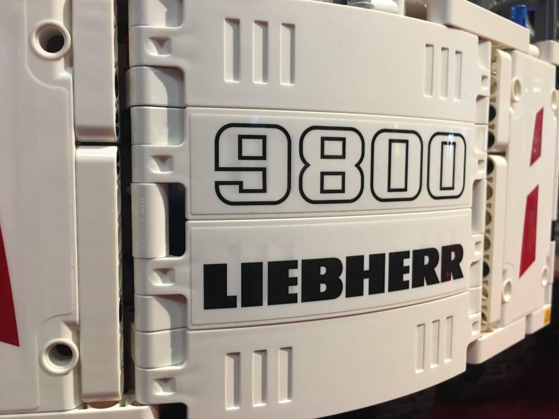 Sticker auf dem LEGO Technic 42100 Liebherr Bagger
