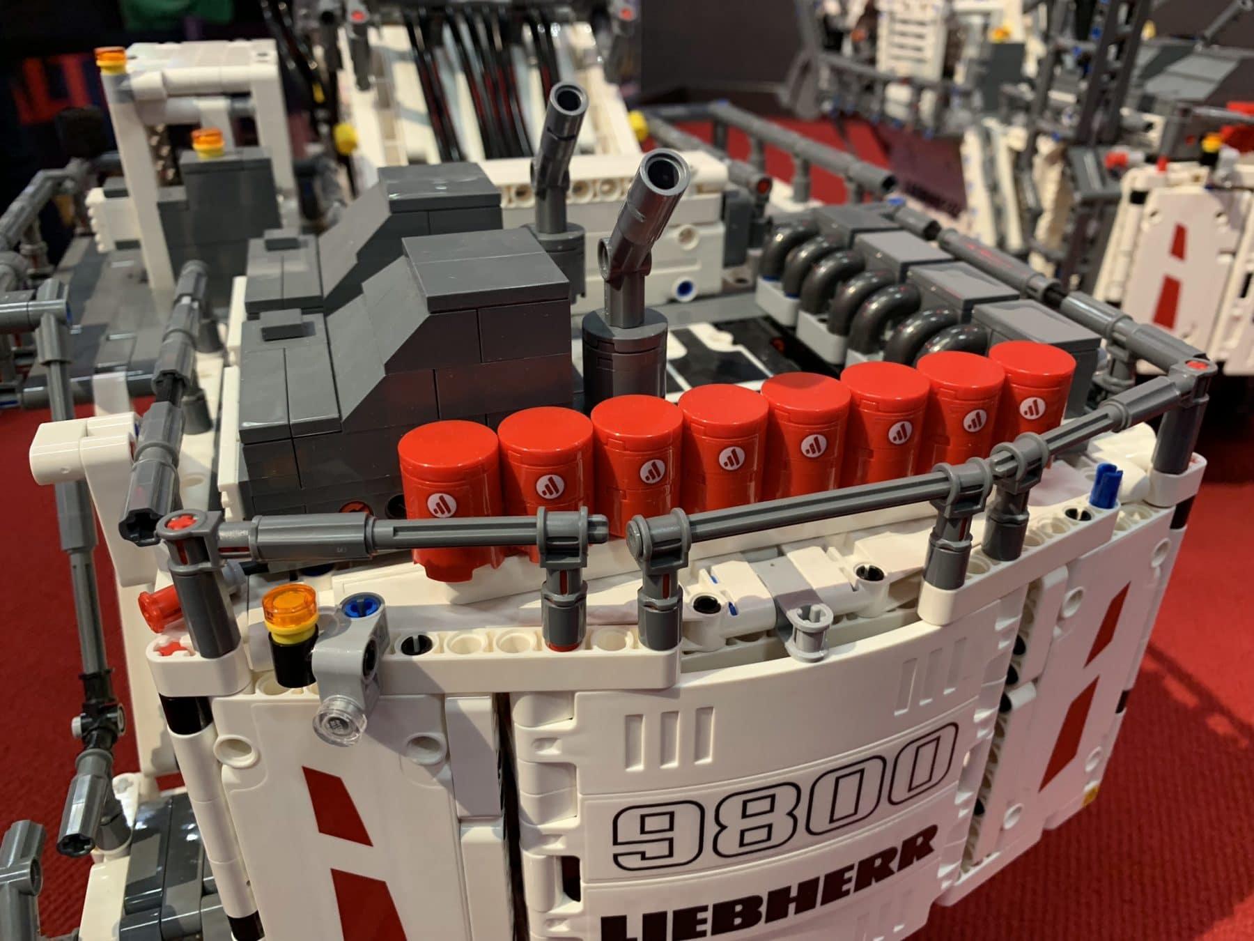Detailansicht vom LEGO Technic 42100 Liebherr R9800