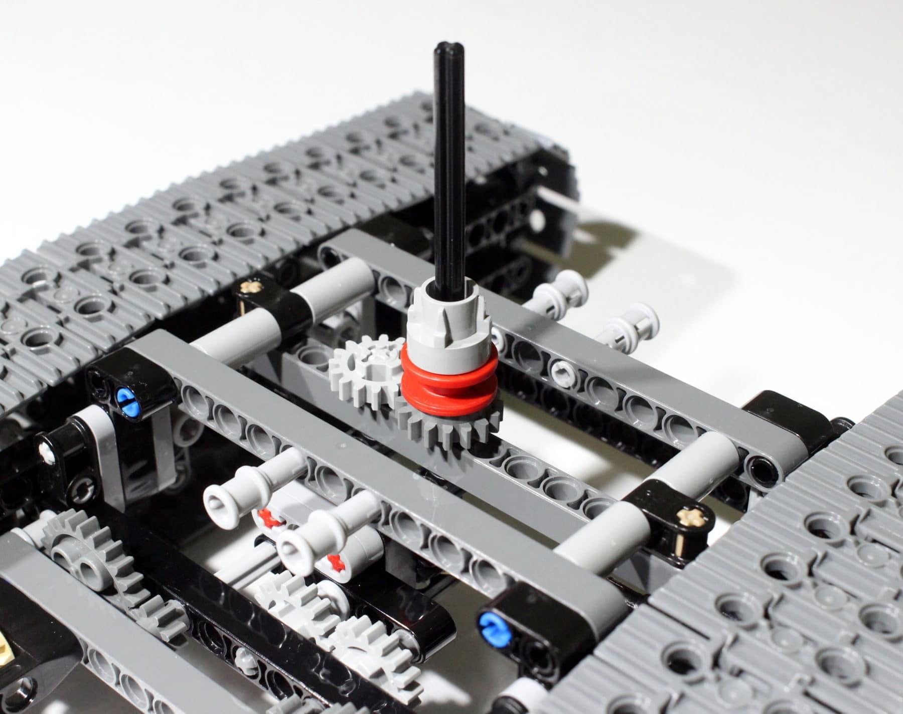 LEGO Technik 8043: Antrieb der Ketten