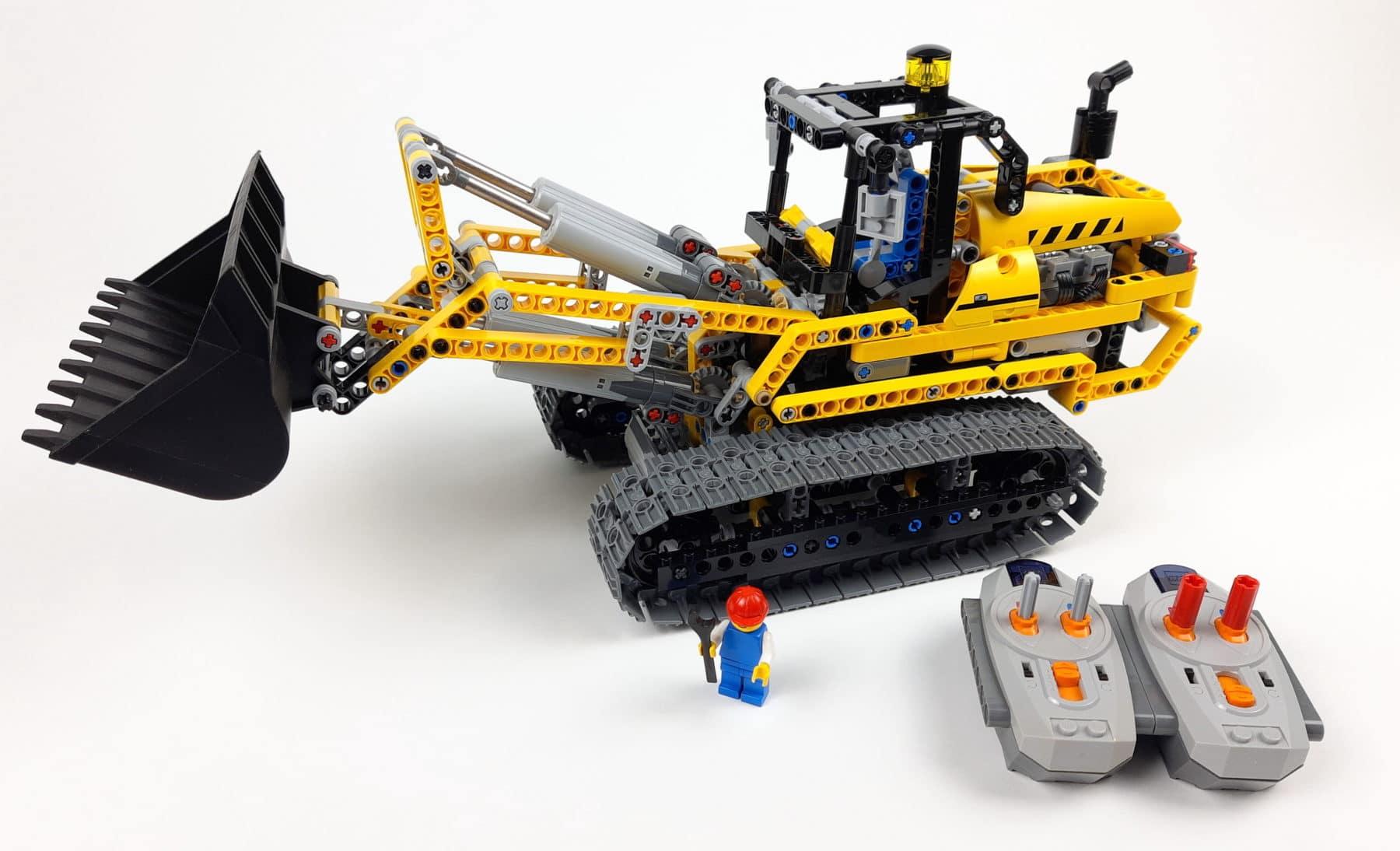 LEGO 8043: B-Modell mit Minifigur als Größenvergleich
