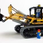 LEGO 8043 B-Modell: Größenvergleich mit Minifigur