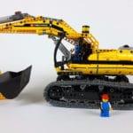 LEGO Technik 8043: Größenvergleich mit Minifigur