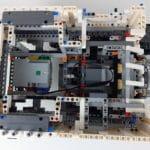 LEGO Technic 42100 Liebherr R 9800: Blick ins Innere des Aufbaus mit Hub und Motor für den Arm