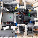 LEGO Technic 42100 Liebherr R 9800: Kabelführung im Aufbau