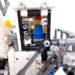 LEGO Technic 42100 Liebherr R 9800: Minifigurentaugliches Cockpit