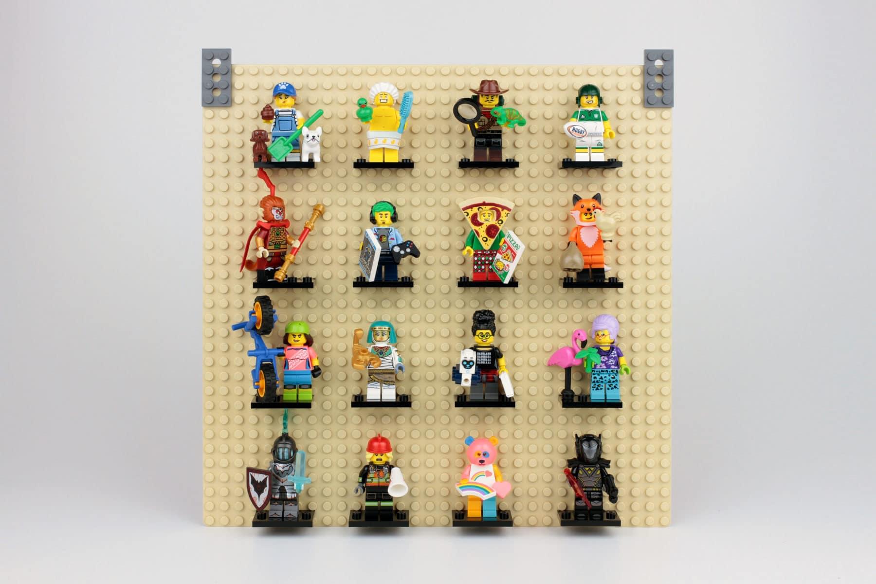 LEGO 32x32 Grundplatte mit gesteckten Stellplatten und Technic Plates als Aufhänger