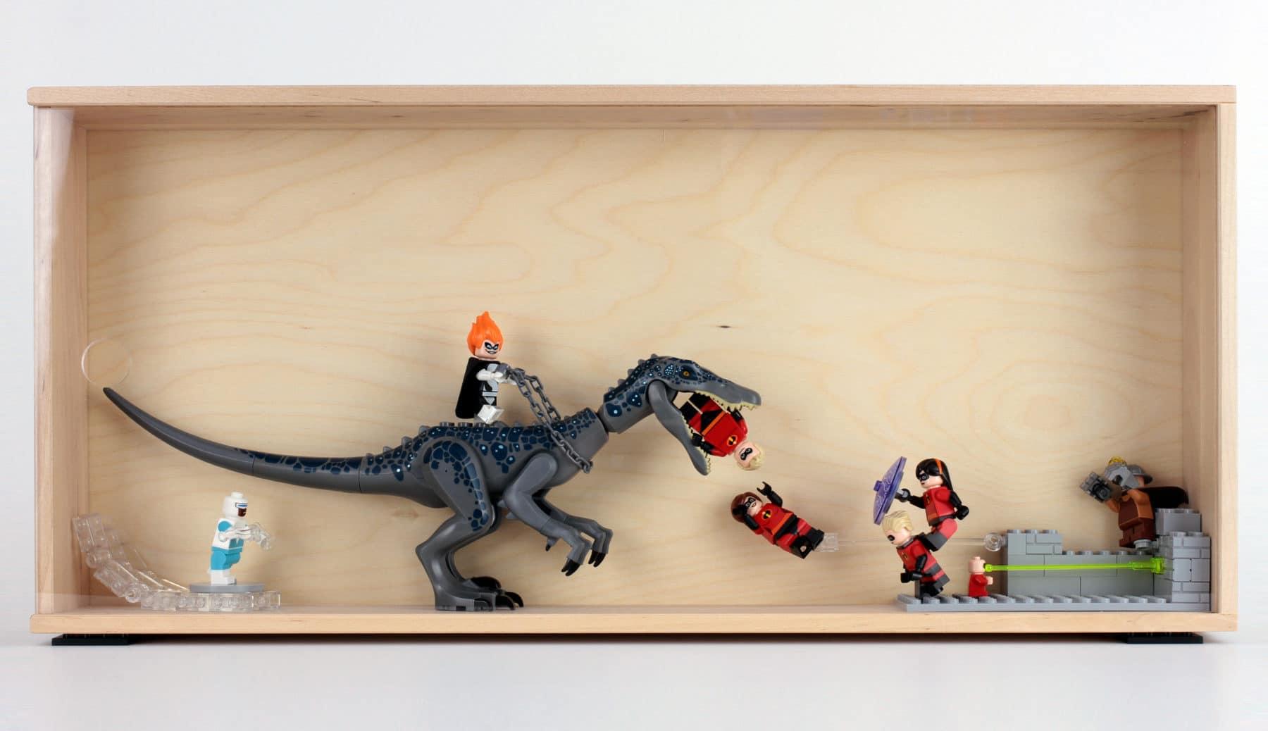 Der SAMMANHANG Schaukasten bietet auch Platz für größere Figuren oder sogar kleine Modelle