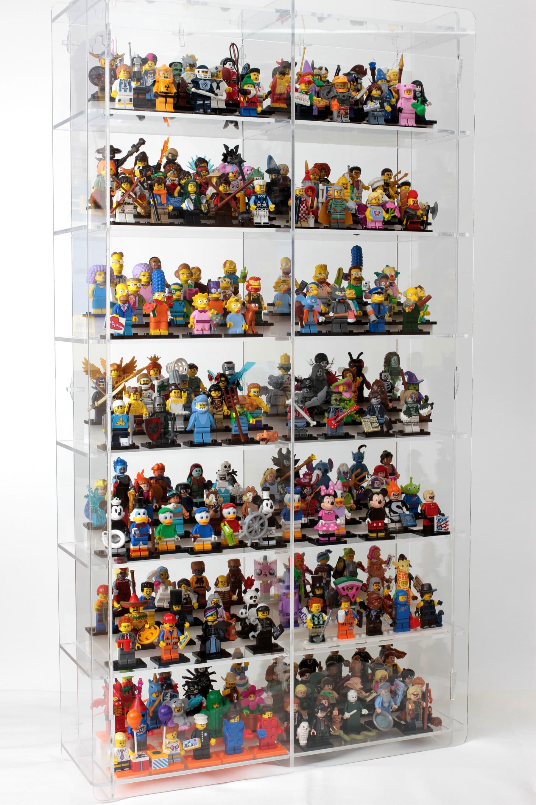 Diese Vitrine enthält 243 Minifiguren auf einer Wandfläche von nur 75 cm x 40 cm.