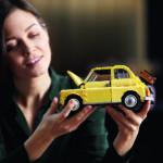 LEGO Creator Expert 10271 Fiat 500 mit Frau im Hintergrund