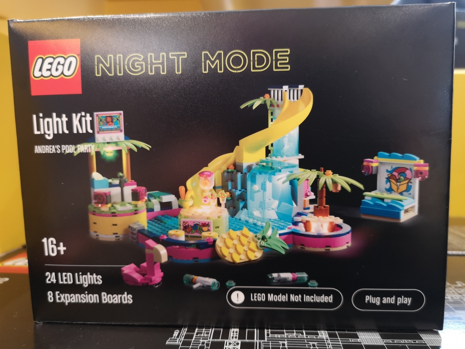 LEGO Night Mode Andreas Pool Party