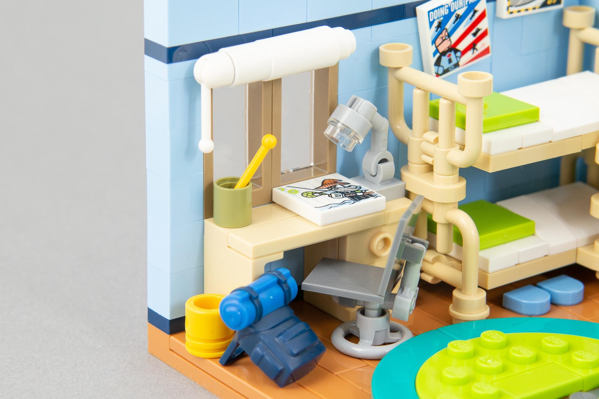 LEGO Schreibtisch mit Stuhl