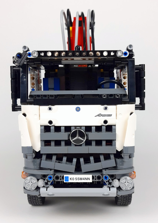 LEGO Technic 42043 Mercedes Benz Arocs Front 1