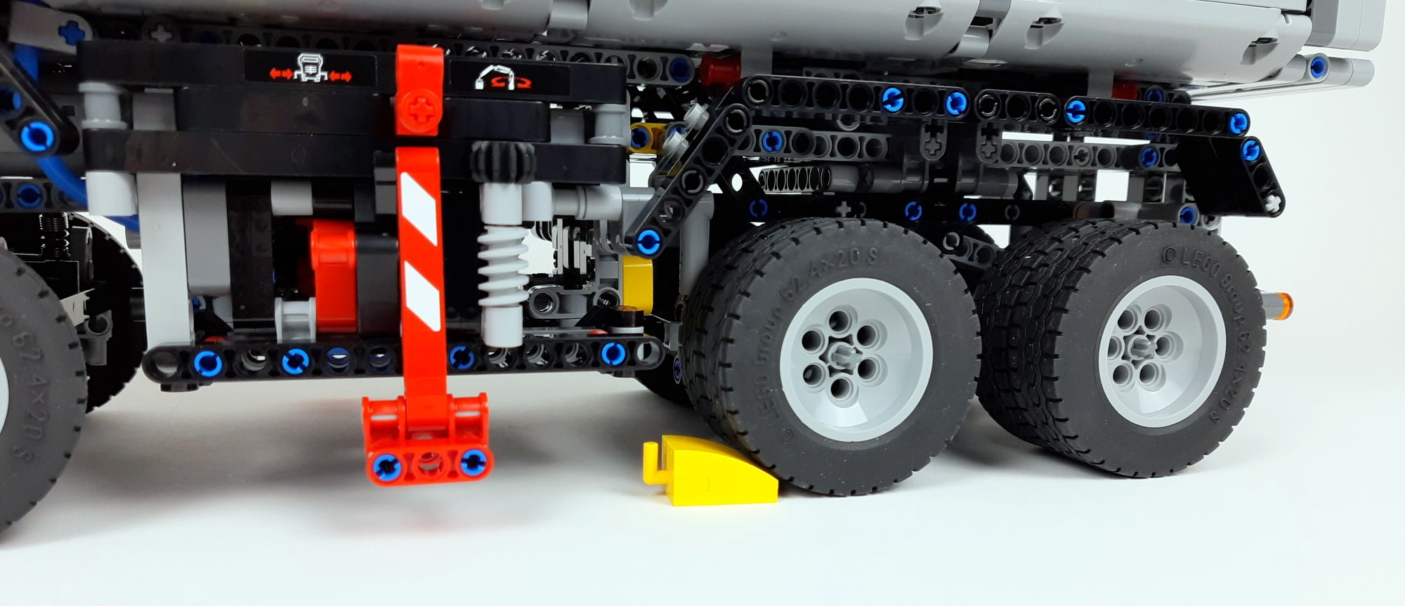 LEGO 42043 Mercedes Benz Arocs Detail Bremsklotz
