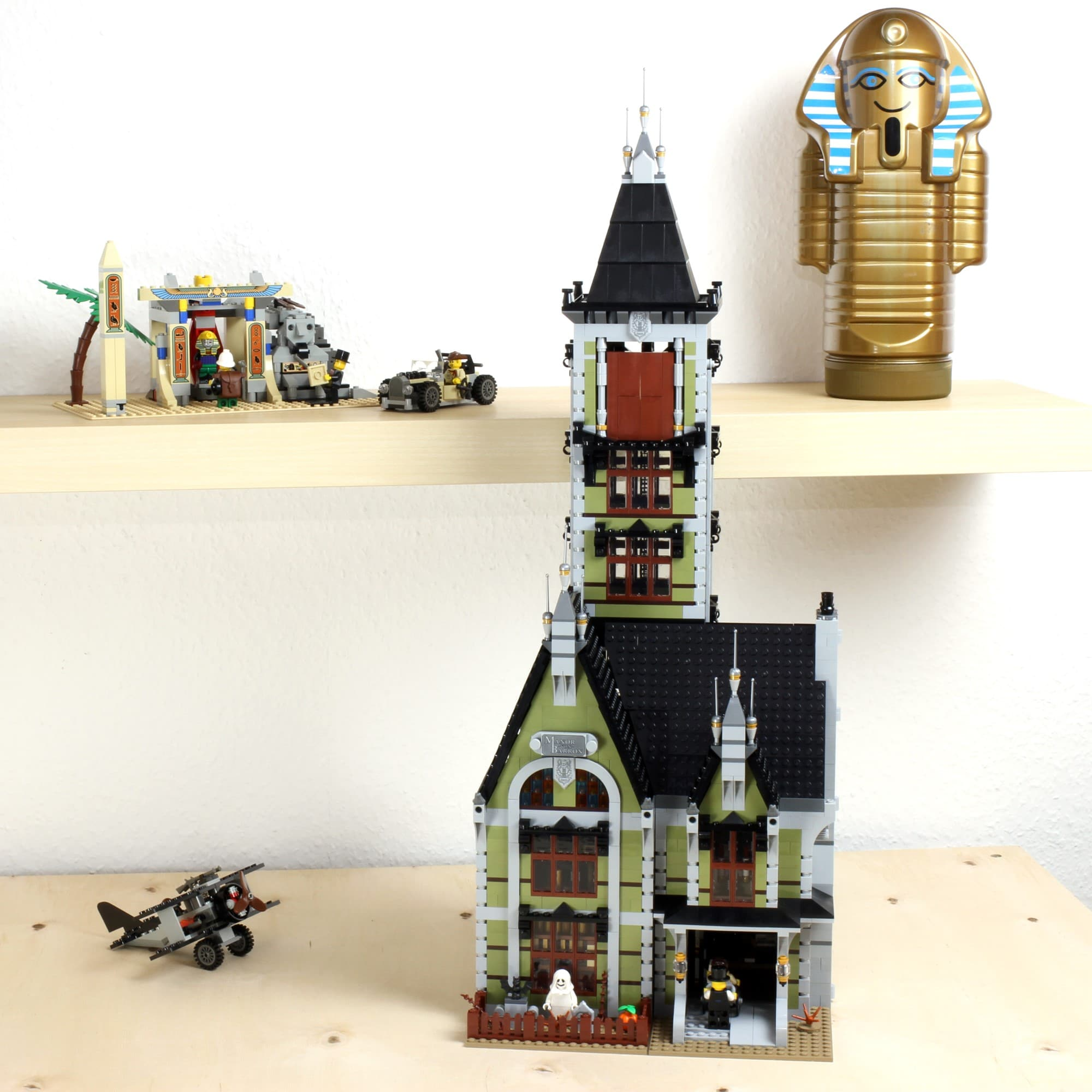 LEGO Fairground Collection 10273 Haunted House Das Fertige Modell