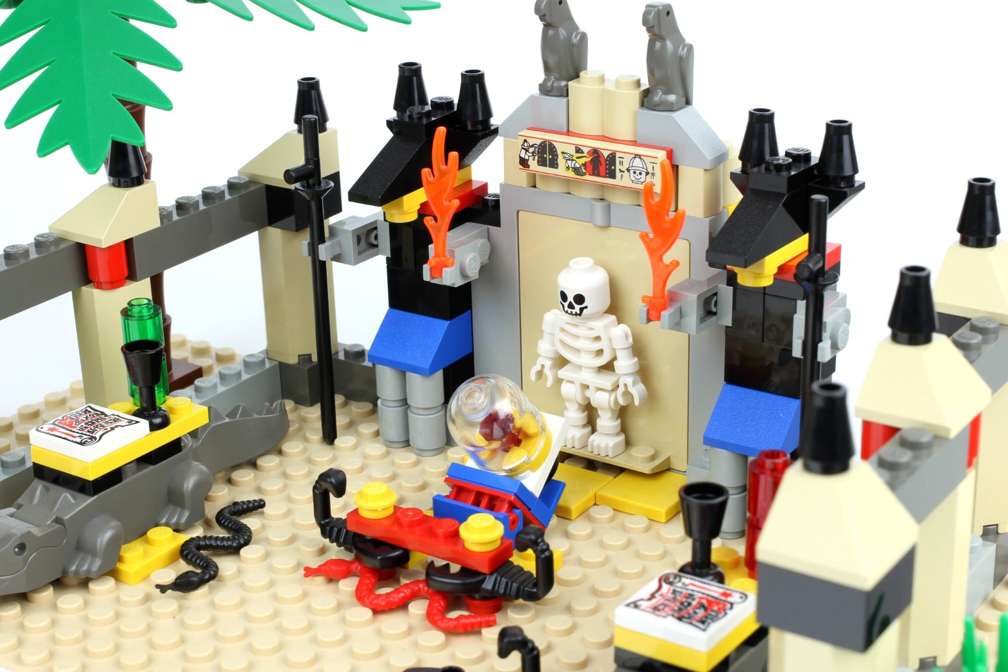 LEGO Fairground Collection 10273 Haunted House Vergleich Anubis Köpfe
