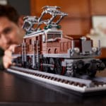 LEGO 10277 Krokodil Lokomotive Lifestyle Bild