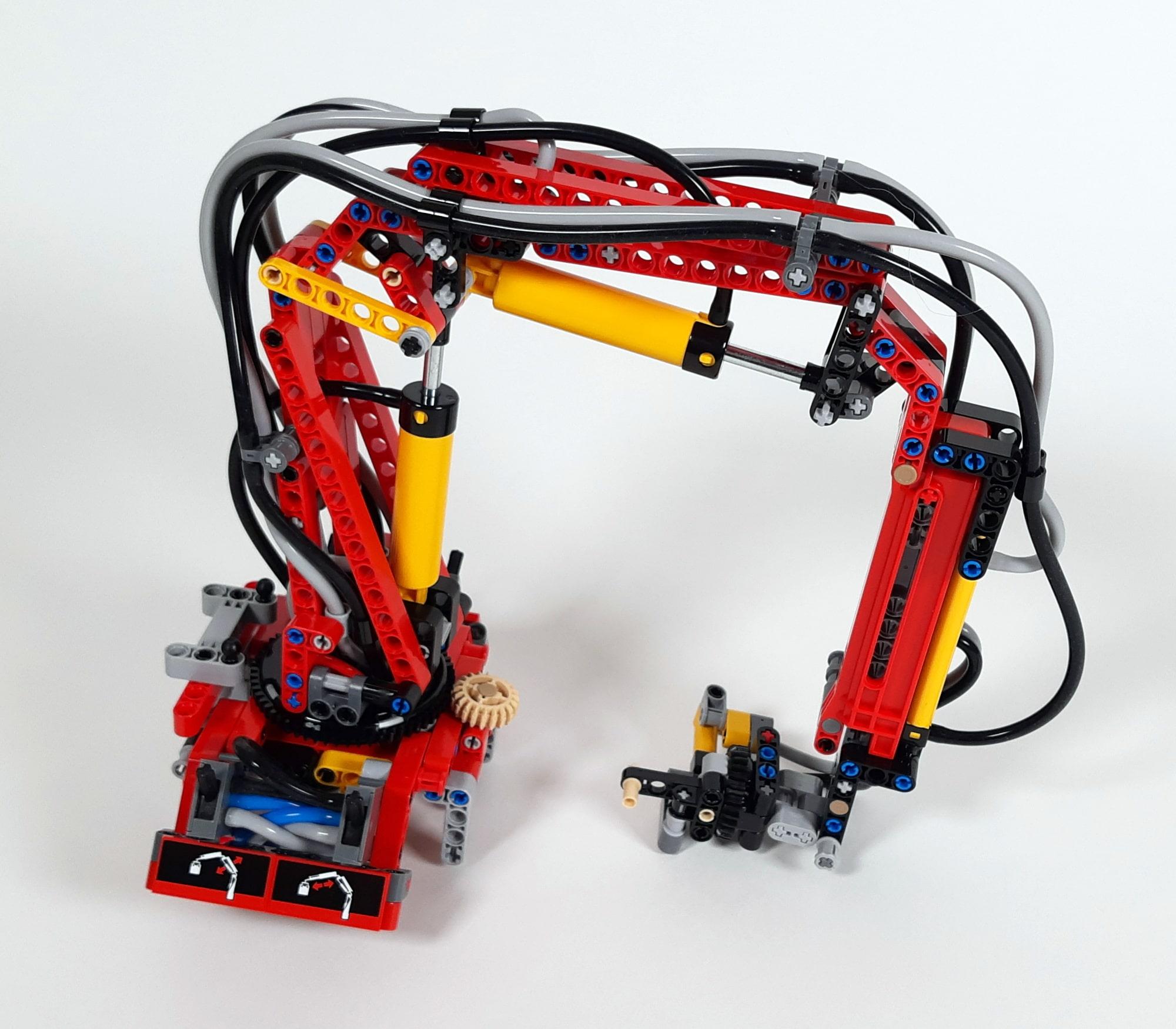 LEGO 42023 Mercedes-Benz Arocs B-Modell - Bauabschnitt Ladekran 01