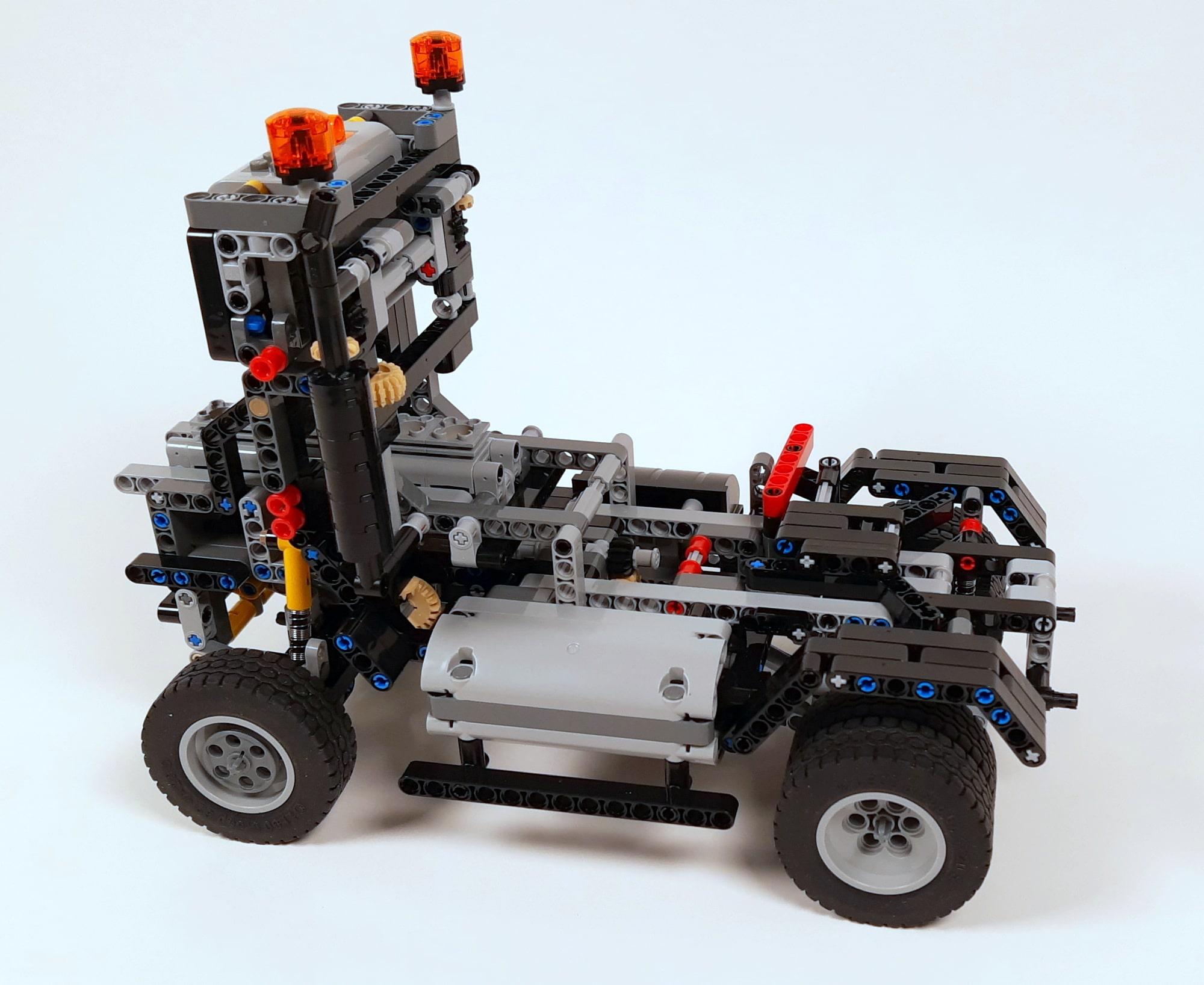LEGO 42023 Mercedes-Benz Arocs B-Modell - Bauabschnitt Sattelschlepper 01