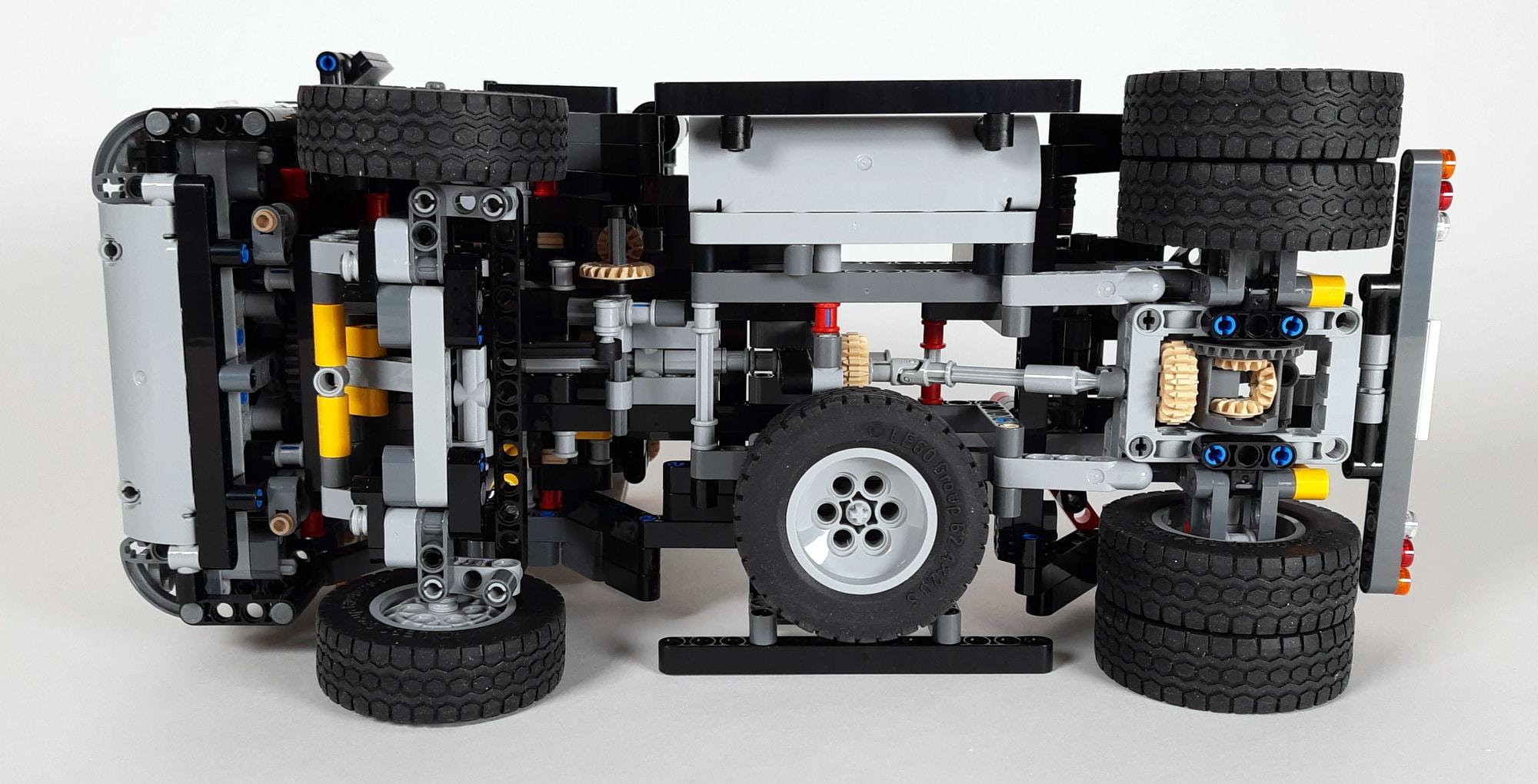 LEGO 42023 Mercedes-Benz Arocs B-Modell - Sattelschlepper Von Unten