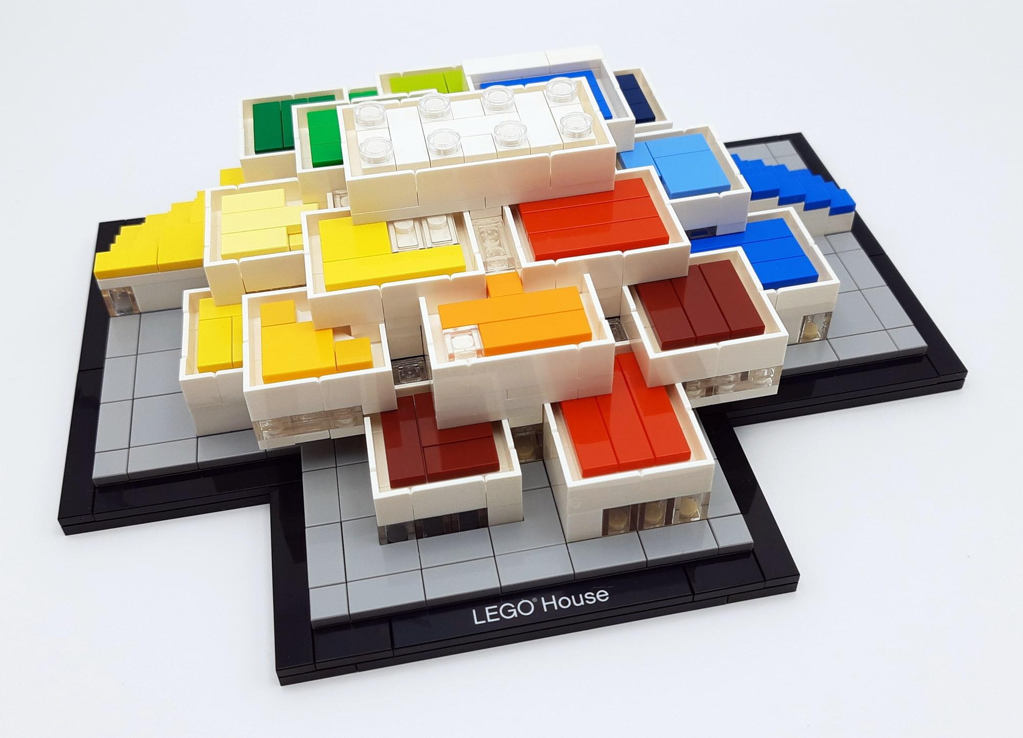 LEGO 21037 - LEGO House 1