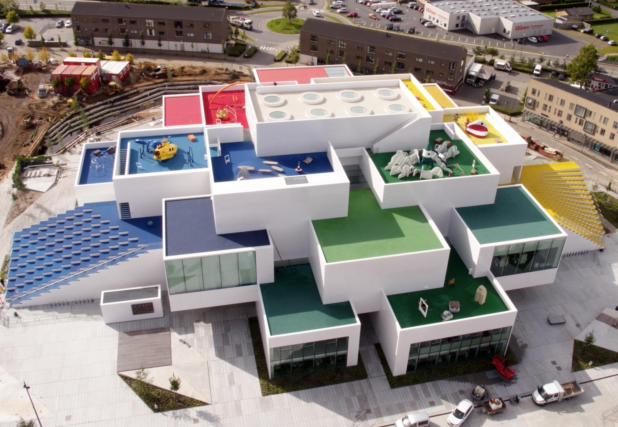 LEGO 21037 LEGO House - Vogelperspektive 2