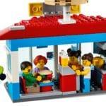 LEGO City 60271 Stadtplatz (9)