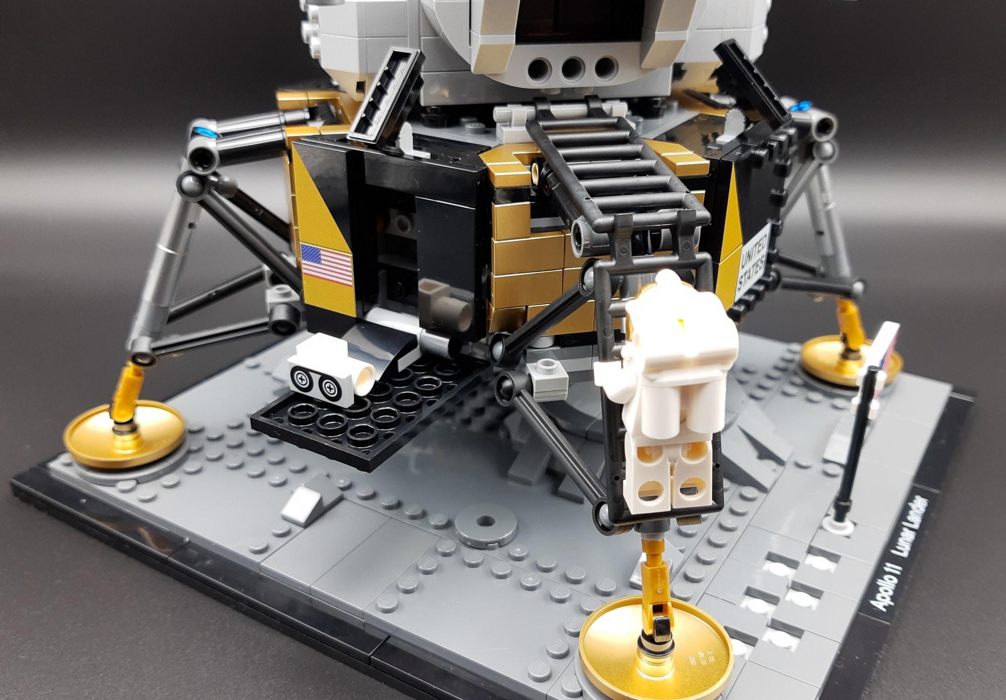 LEGO 10266 Nasa Apollo 11 Mondlandefähre - Armstrong steigt aus 2