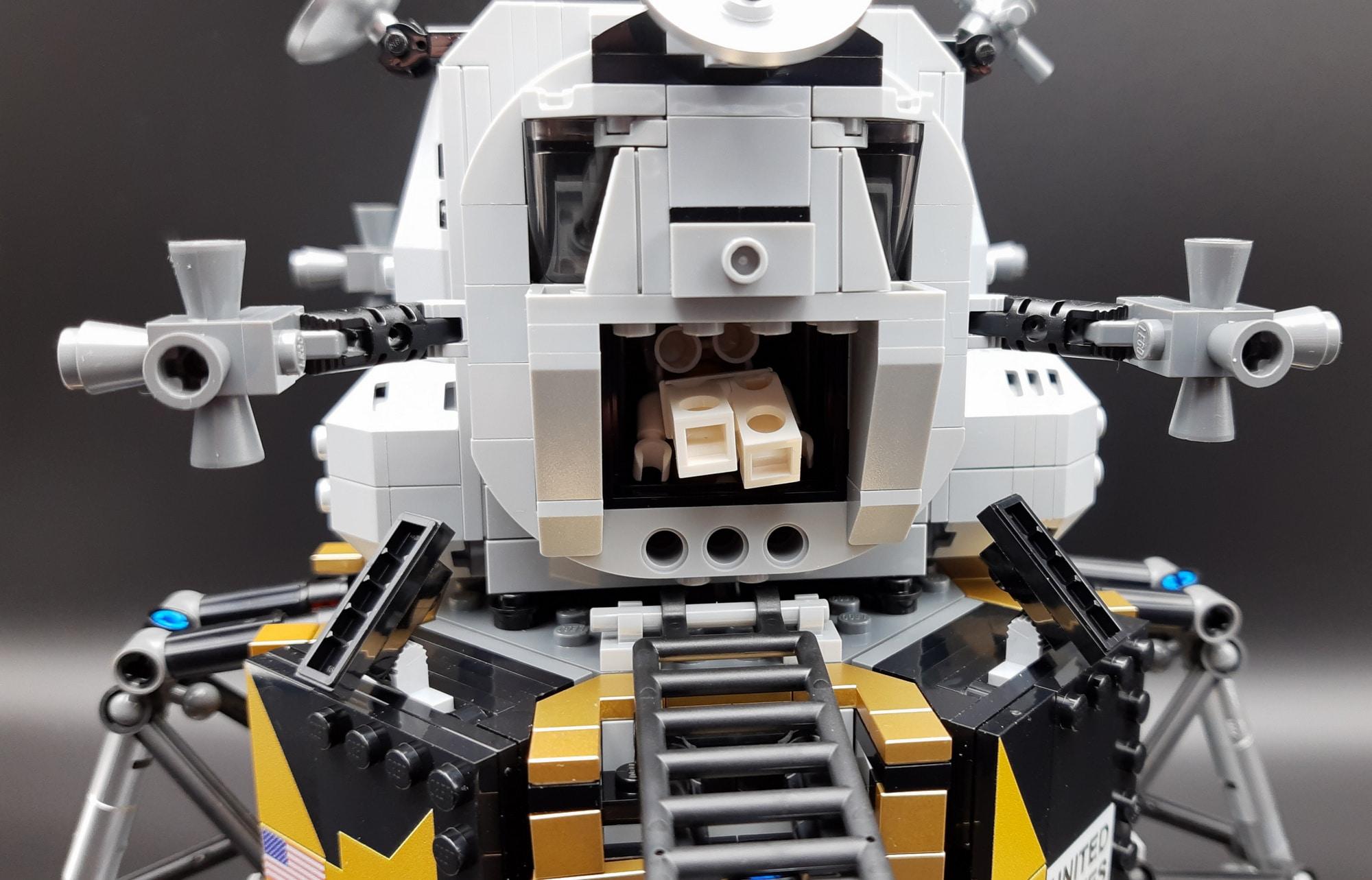 LEGO 10266 Nasa Apollo 11 Mondlandefähre - Armstrong steigt aus 1