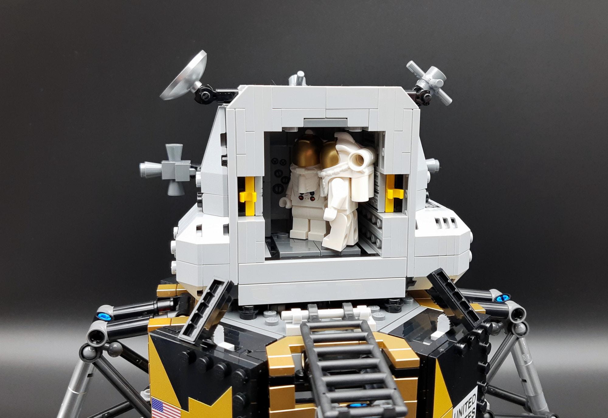 LEGO 10266 Nasa Apollo 11 Mondlandefähre - Astronauten in der Aufstiegseinheit