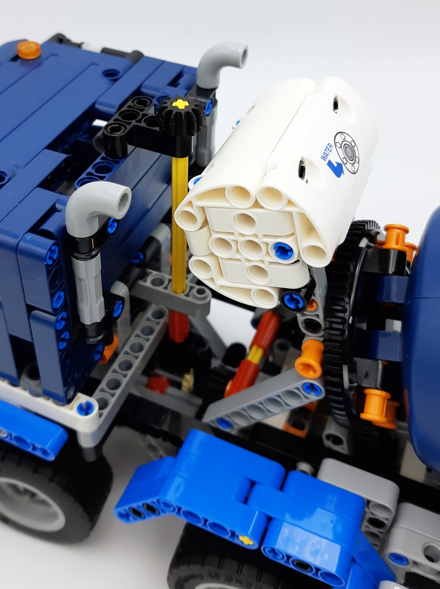 LEGO 42112 Betonmischer Lkw - Detail Wassertank und Lenkung