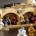 LEGO Star Wars 75290 Mos Eisley Cantina Lifestyle Bild (11)