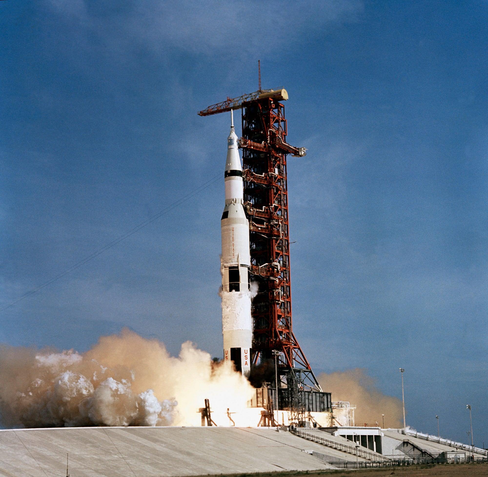Start der Saturn V Rakete mit Apollo 11 an der Spitze