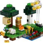 LEGO Minecraft 21165 Bienen Farm 01