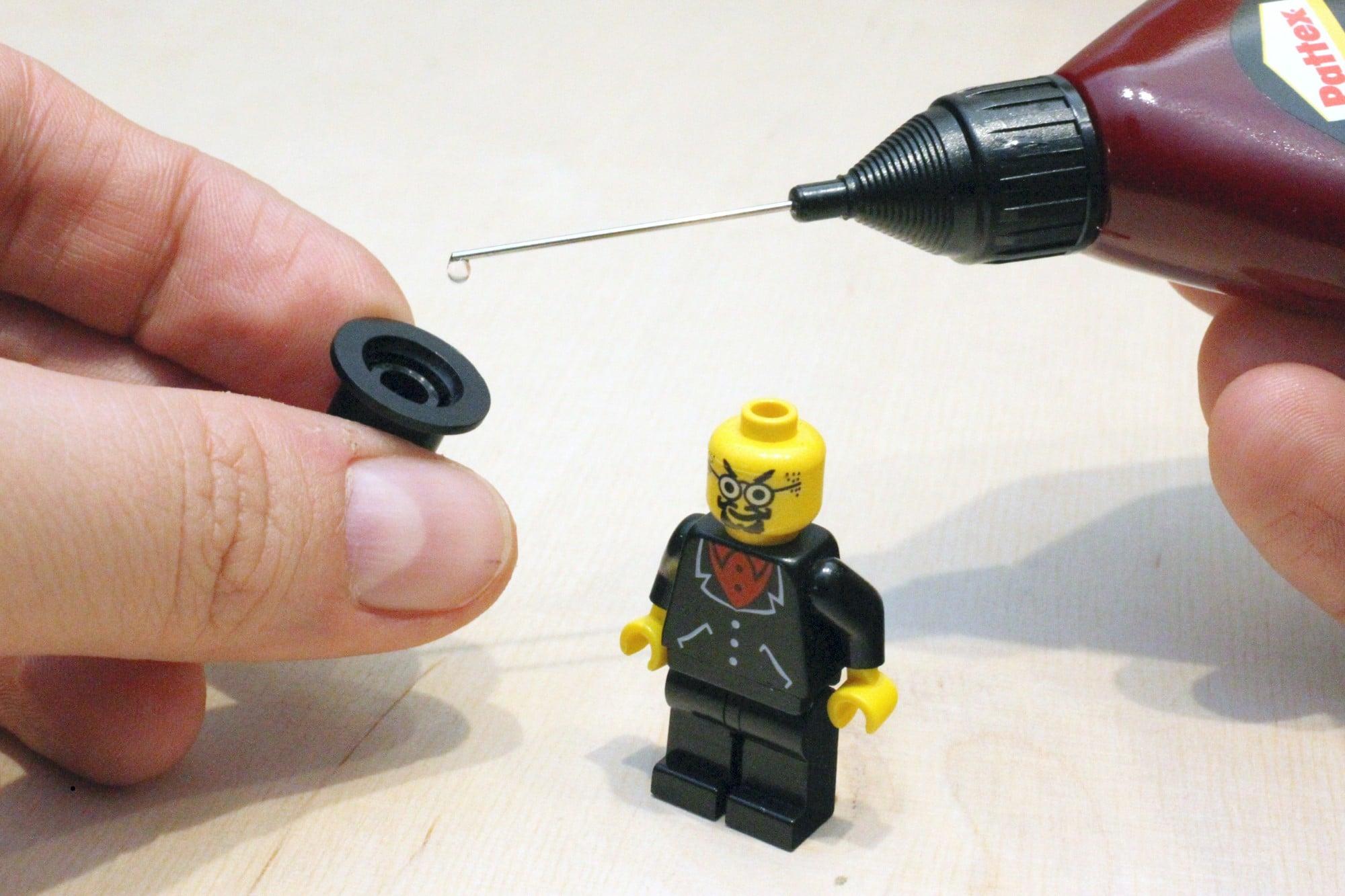 LEGO Adventurers Display Zusammenbau Kleben