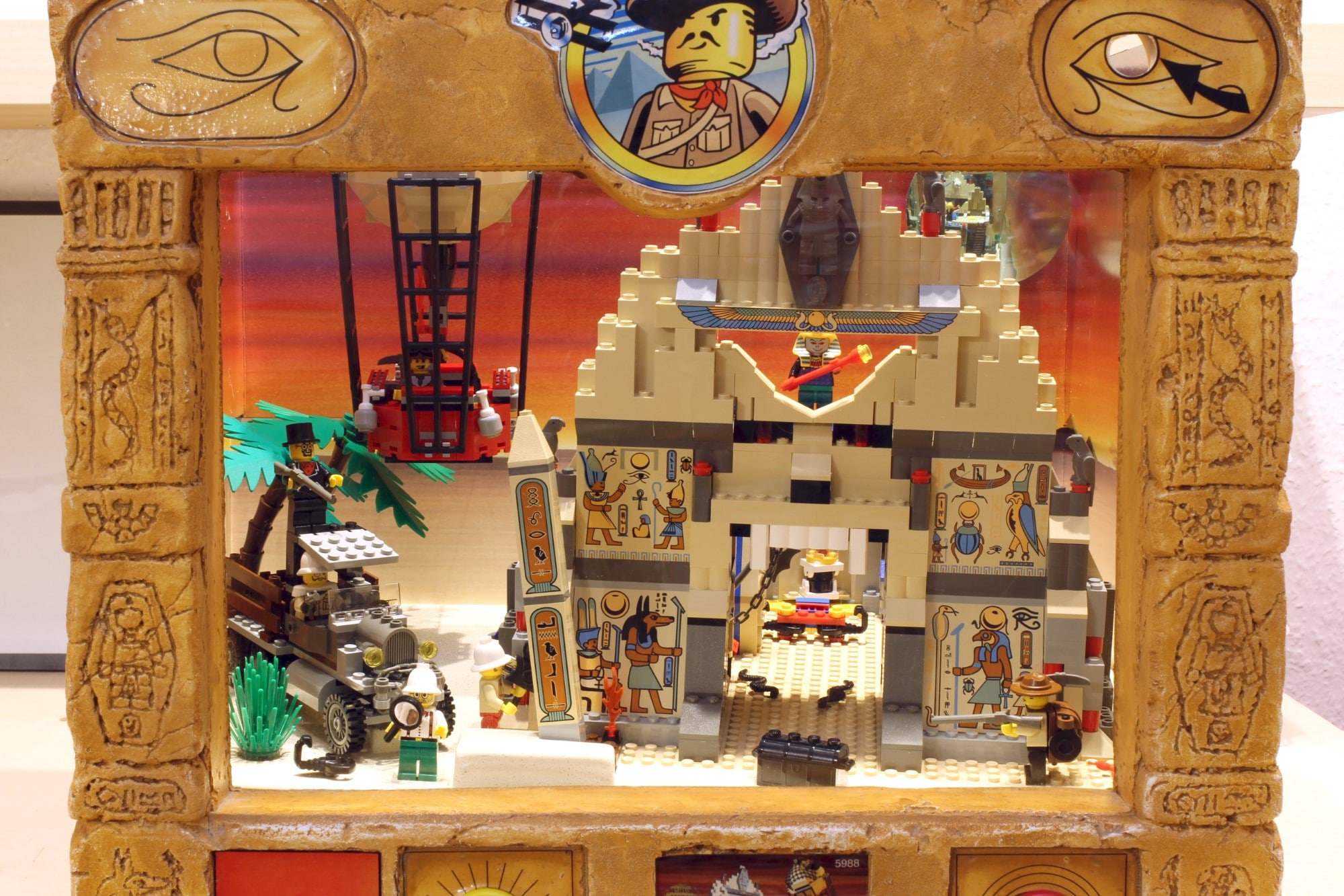 LEGO Adventurers Display Zusammenbau Set