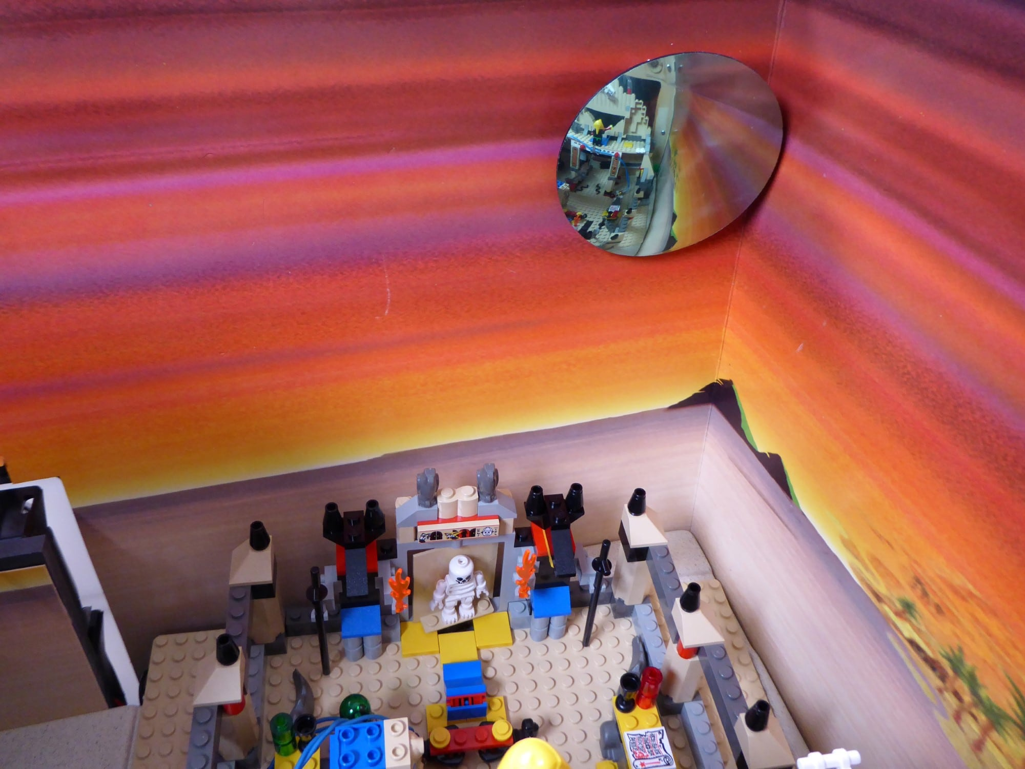 LEGO Adventurers Display Zusammenbau Spiegel 2