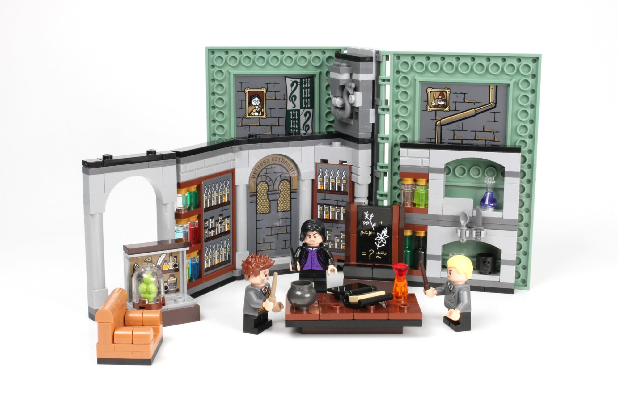 LEGO Harry Potter 76383 Hogwarts Moment Zaubertrankunterricht Aufgeklappt 3