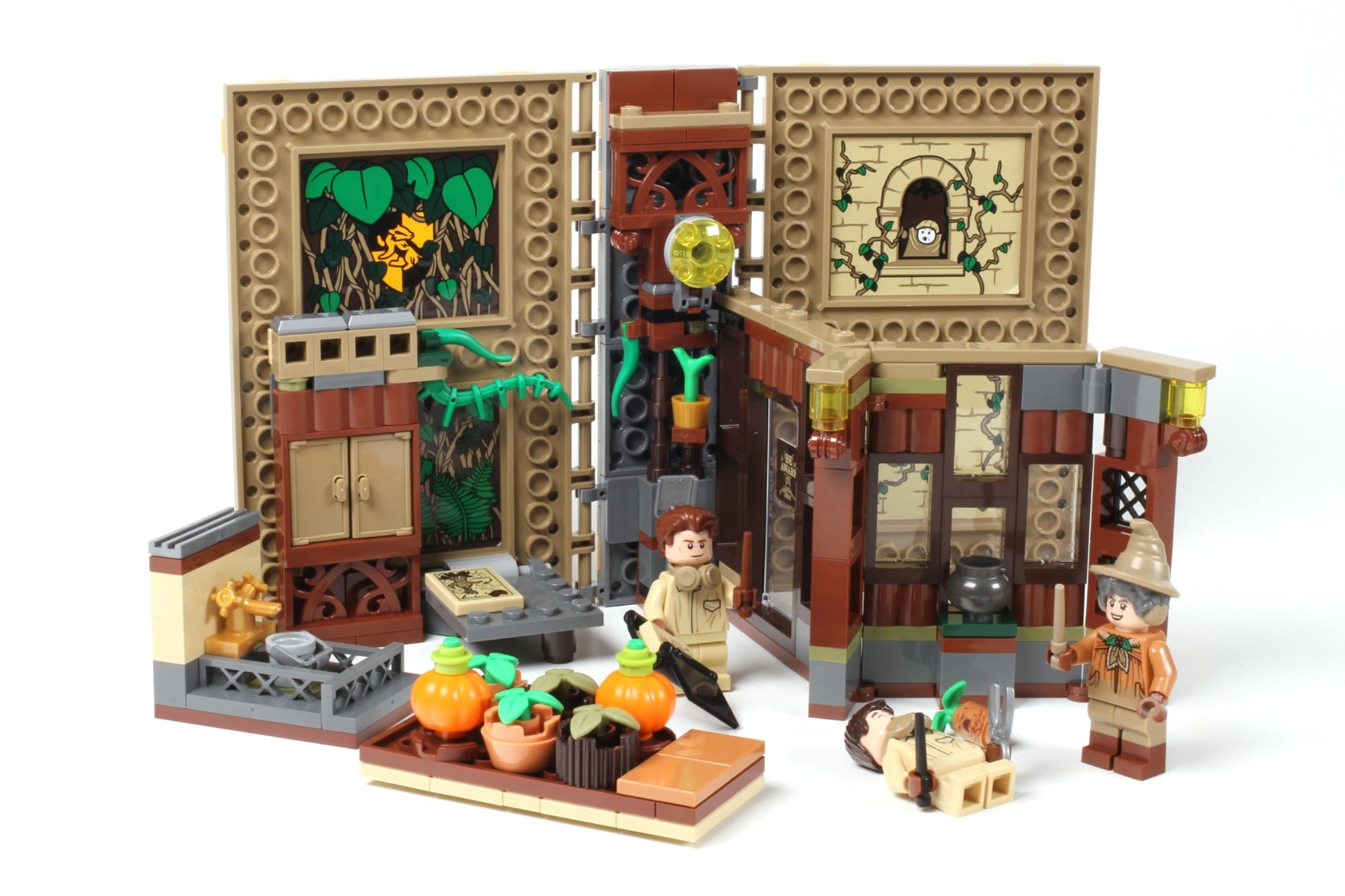 LEGO Harry Potter 76384 Hogwarts Moment Kräuterkundeunterricht Augfgeklappt 2