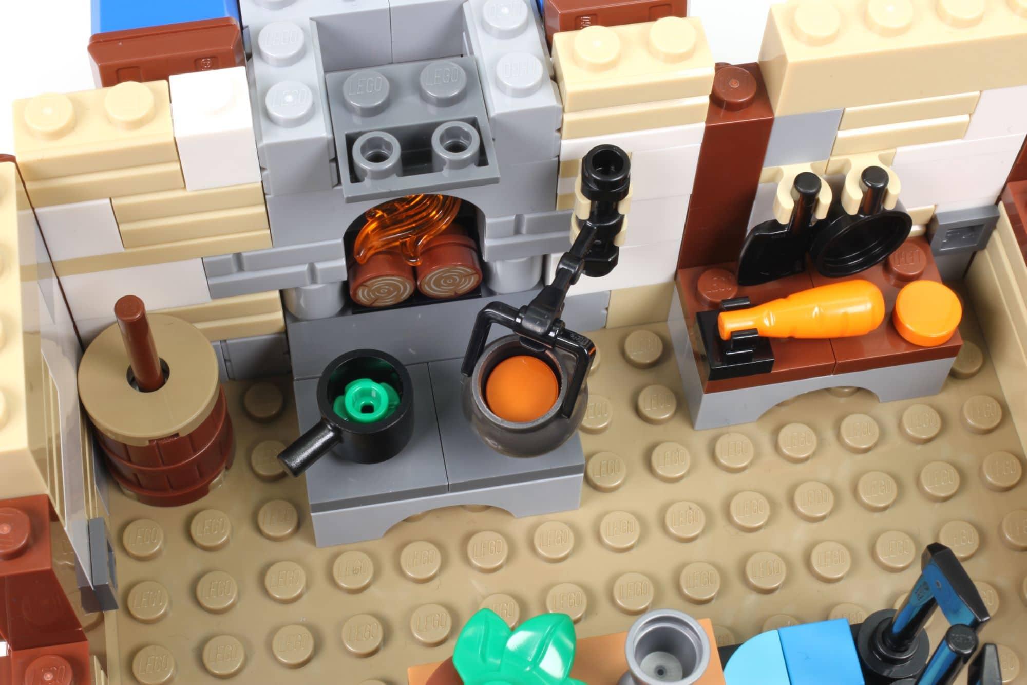 LEGO Ideas 21325 Mittelalterliche Schmiede Bauabschnitt 7 8