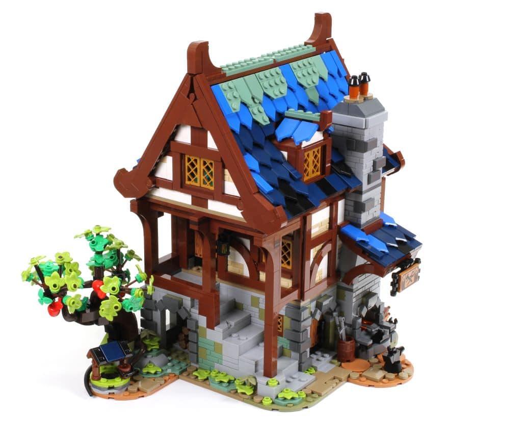LEGO Ideas 21325 Mittelalterliche Schmiede Vergleich Slider