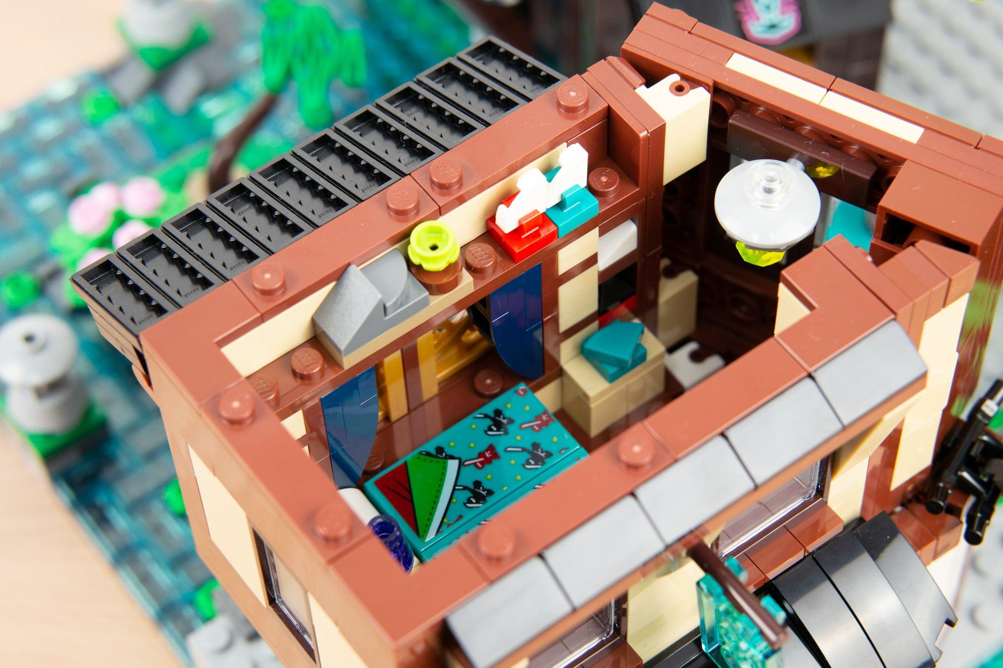 LEGO 71741 Ninjago City Gardens 12